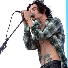 mtty.healy/2016/11/09 00:18:43/Ok first of all look at his figure. Them look at the way he gingerly presses his lips on the microphone with the perfect amount of passion :)))))))))))) • #the1975 #mattyhealy #adamhann #georgedaniel #rossmacdonald #theme #aesthetic #bands #fandom #tumblr #concert #tattoos #smoke #grunge #indie #alternative #rock #hippie #onedirection #halsey #catb #catfishandthebottlemen #thejapanesehouse #greenday #nirvana #arcticmonkeys #alexturner #mileskane…