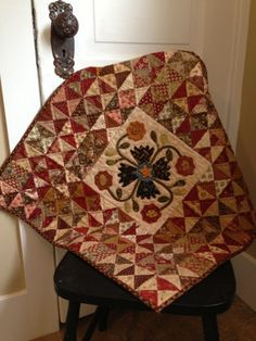 Snippets of a Quilter: Couple of Finishes Primitive Quilts, Antique Quilts, Vintage Quilts, Blog Art, Quilt Display, Quilt Border, Civil War Quilts, Medallion Quilt, Fall Quilts