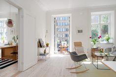 Cadeira Eames Wood Balanço: http://www.obravip.com/produto/6958-cadeira-eames-preta-pes-de-balanco
