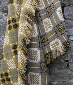 ~ Living a Beautiful Life ~ Welsh Tapestry Blanket Weaving Textiles, Weaving Patterns, Textile Patterns, Textile Design, Welsh Blanket, Wool Blanket, Soft Furnishings, Surface Design, Hand Weaving