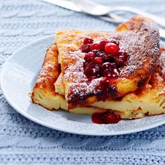 Pancake and cranberry puree, Food And Drinks, Milk money makes pancake nutritious. With a pancake, you can taste berry puree. Mix it easily with frozen cranberries and sugar. Sweet Tooth, Pancakes, French Toast, Deserts, Goodies, Food And Drink, Sweets, Snacks, Kitchens