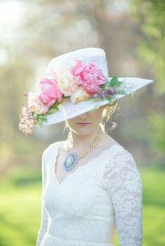 I've never met a styled shoot I didn't want to swoon, but this Kentucky Derby bridal shower takes that love to a whole new level. And what's even better than playful pastels, pretty pink florals and t. Tea Hats, Tea Party Hats, Tea Parties, Women's Hats, Tea Party Outfits, Tea Party Attire, Party Clothes, Bridal Hat, Bridal Style