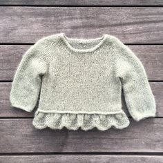 Knitting for Olive - Strikkeopskrifter til dem, du holder af Knitting For Kids, Baby Knitting Patterns, Crochet For Kids, Crochet Baby, Knit Crochet, Baby Outfits, Baby Barn, Baby Pullover, Baby Sweaters