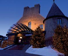 """Les vendredis & samedis profitez des spectacles gratuits au @casinocharlevoix. Des soirées comme nulle part ailleurs ! #SommetsStLaurent #Charlevoix #CasinoDeCharlevoix #MonCharlevoix  Photo : Loto-Québec"""" by sommets_saint_laurent"""