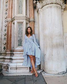 Pin for Later: 12 Façons de Porter la Sandale la Plus Tendance de l'Été Avec une Robe Asymétrique