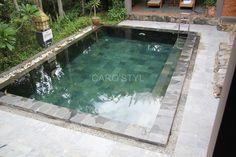 Piscine en pierre verte de Bali près de Tourtour 83 Var Carrelage et salle de bain La Seyne Var - Caro Styl