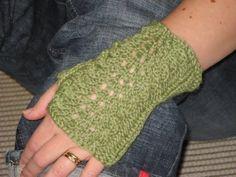 Knitting Socks, Knit Socks, Wrist Warmers, Fingerless Gloves, Mittens, Islamic Quotes, Crochet, Crafts, Fashion