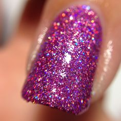 Macro of SuperChic Lacquer Material Girl with Holo-POP and Marvel Liquid Macro top coat in direct light @wonderbeautypro