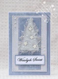 Oryginalna i elegancka kartka na święta Bożego Narodzenia.  Wykonana została w technice scrapbookingu z profesjonalnych materiałów i dodatków.  Sprzedawana w komplecie z kopertą i zapakowana w foliówkę.