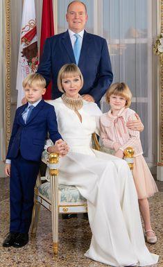 The Crown 2, Palais De Buckingham, Diahann Carroll, Monaco Royal Family, Charlene Of Monaco, British Monarchy, Prince Albert, Bridesmaid Dresses, Wedding Dresses