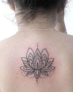 """56 Me gusta, 3 comentarios - · Q U I N I C O · (@quinicotattoo) en Instagram: """"🌸🍃 #tattoo #ink #inkedgirls  #blacktattoo #tattooflash  #tattooart #tattooartist #bodyart #art…"""""""