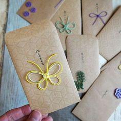 2017.4.15(土) おはようございます☀ 水引でポチ袋作ってみました♪ なかなか可愛いじゃないか ΨΨΨ #ポチ袋#水引#手作り#クラフト#封筒#春#姉妹#7歳#4歳#おうちごはん#おうちカフェ#お弁当#曲げわっぱ#おうち弁当 Card Tags, Gift Tags, Diy Bead Embroidery, Japanese Colors, Diy And Crafts, Paper Crafts, Red Packet, Kawaii Gifts, Wedding Envelopes