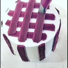 Cake Decorating Frosting, Cake Decorating Designs, Creative Cake Decorating, Cake Decorating Supplies, Cake Decorating Techniques, Cake Decorating Tutorials, Fruit Birthday Cake, Unique Birthday Cakes, Simple Cake Designs
