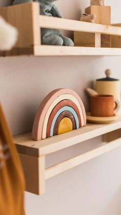 Diy Home Decor: DIY Air Dry Clay Earthy Rainbow is an easy craft project to for an interior design accent and accessory. diy home accents DIY Air Dry Clay Rainbow Decoration Diy Air Dry Clay, Diy Clay, Clay Crafts, Diy With Clay, Easy Craft Projects, Clay Projects, Kids Crafts, Wooden Rainbow, Rainbow Decorations