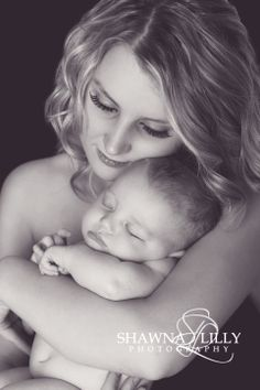 Sweet newborn pose with the new mommy! Newborn photography | mom and baby photo | lifestyle newborn photos