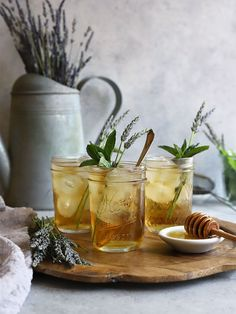 Strongly recommend this lavender mint iced green tea. This infusion of fresh spring temple of heaven green tea, lavender and captures the spirit of summer with refreshing yet mellow flavors from the garden. Ideal for afternoon sipping. Cocktails, Non Alcoholic Drinks, Beverages, Refreshing Drinks, Summer Drinks, Mint Iced Tea, Iced Tea Recipes, Fruit Tea, Drinking Tea