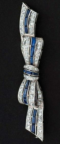 An Art-Déco diamond brooch Around 1920. Platinum.