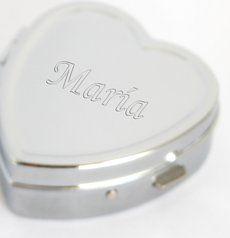 Pastillero grabado con tu nombre. Puedes comprarlo por 8€ en http://grabatunombre.com/pastilleros-grabados.html
