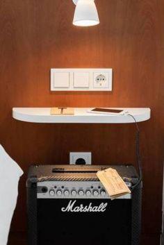 Hotel im Retro Look: Marshall Lautsprecher Box als Nachttisch im 4* Hotel Ruby Sofie. https://www.travelcircus.de/ruby-sofie-hotel-wien