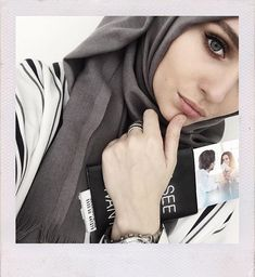 Find images and videos about hijab on We Heart It - the app to get lost in what you love. Hijabi Girl, Girl Hijab, Hijab Outfit, Muslim Women Fashion, Modest Fashion, Hijab Fashion, Islamic Fashion, Modest Outfits, Easy Hijab Style