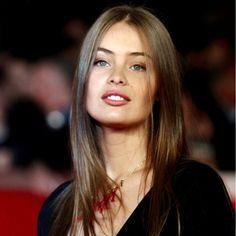 """Marie Ange Casta: buon sangue non mente. La sorellina dell'affascinante modella francese Laetitia è intenzionata a far puntare su di sé tutti i riflettori, per deliziare un nuova """"casta"""" di ammiratori."""