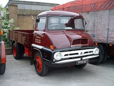 Another Thames Trader Vintage Tractors, Vintage Trucks, Ford Classic Cars, Classic Trucks, Cool Trucks, Big Trucks, Old Lorries, Old Wagons, Commercial Vehicle