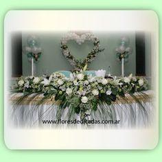 Arreglo floral rara la mesa principal con las rosas para casamientos,  fiestas de quince, · Centro ...