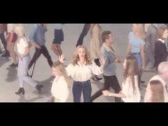 El fabuloso videoclip oficial de I Was Gonna Cancel...