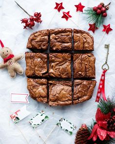 """Damla Şeftalicioğlu on Instagram: """"Bu yıl da kalbimin anahtarı çikolata ile sizinle olmaya sanırım devam edeceğim😅🗝Mutluluk aşılayan bir browni bu☺️ Pek pratik, pek leziz,…"""" Food Flatlay, Nutella Recipes, Everything Is Awesome, Brownie Cookies, Allrecipes, Food And Drink, Cupcake, Yummy Food, Chocolate"""