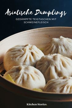 Dumplings with pork- Teigtaschen mit Schweinefleisch Anyone& favorite of Asian cuisine: steamed with pork. We& show you in a recipe video how delicious you are can prepare. Pork Chop Recipes, Turkey Recipes, Grilling Recipes, Fall Recipes, Asian Recipes, Mexican Food Recipes, Homemade Chicken And Dumplings, Pork Soup, Comfort Food