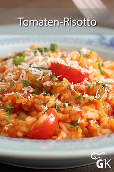 An inexpensive recipe with tomatoes and basil is this tomato risotto - a . - An inexpensive recipe with tomatoes and basil is this tomato risotto – simple, delicious and give - Vegan Breakfast Recipes, Healthy Dinner Recipes, Vegetarian Recipes, Tomato Rice, Inexpensive Meals, Salad Recipes, Stuffed Peppers, Cooking, Ethnic Recipes