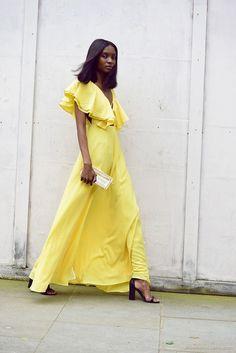 Invitada de boda. Vestido amarillo
