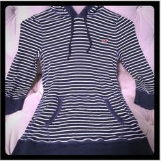 💥REDUCED💥 Hollister hooded tee 💥REDUCED💥Navy and white striped, hooded cotton tee with 3/4 length sleeves (great condition) size M, from Hollister *Authentic!* Hollister Tops
