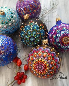 Diy Christmas Ornaments Beach Ideas For 2019 Painted Christmas Ornaments, Diy Christmas Ornaments, Handmade Christmas, Christmas Decorations, Ball Ornaments, Ornament Crafts, Christmas Projects, Holiday Crafts, Christmas Mandala