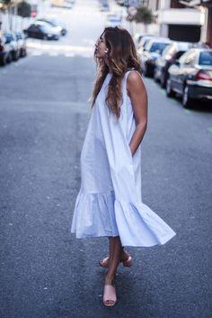 Este fue el look que llevé el sábado a la comunión de mis sobrinos. Un vestido azul con volante de la nueva colección de Zara, un flechazo total desde el primer momento en el que lo vi. Estoy segura de que me lo veréis muchísimas más veces. De hecho,con este vestido midi me pasa algo Read More