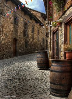 Potes Tourist Places, Places To Travel, Great Places, Places To See, Spanish Courses, Spanish Painters, Adventure Is Out There, Spain Travel, Architecture Details