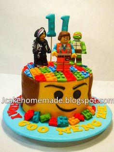 The Lego movie birthday cake simple! Lego Movie Cake, Lego Movie Birthday, Lego Movie Party, Lego Cake, 8th Birthday, Birthday Ideas, Fancy Cakes, Cute Cakes, Bean Cakes