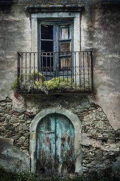 Shades of Greys & Blues ~ Arched Doorway & Window ~ Sicily, Italy Abandoned Houses, Abandoned Places, Old Houses, Cool Doors, Unique Doors, Basement Doors, Rustic Doors, Door Knockers, Doorway