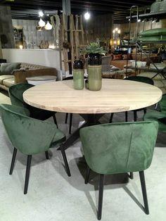 Ronde eettafel in eik met spiderpoot en velvet stoelen