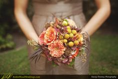 Natural Maids' Bouquet #weddingbouquet #davidaustinroses #peachflowers