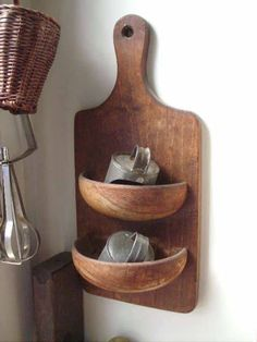 Cutting board and wooden salad bowls transformed into wall storage