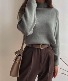 Minimalist Fashion Must Haves .Minimalist Fashion Must Haves Aesthetic Fashion, Aesthetic Clothes, Look Fashion, 90s Fashion, Fashion Types, Fashion Today, Workwear Fashion, Fashion Hacks, Fashion Quotes