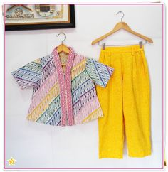 Batik Fashion, Hijab Fashion, Fashion Dresses, Batik Kebaya, Kebaya Dress, Blouse Batik, Batik Dress, Summer Dress Outfits, Kids Outfits