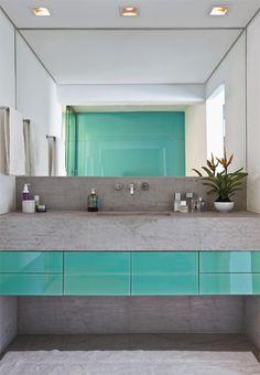 banheiro cinza e turqueza