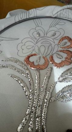 brazilian embroidery how to do Tambour Embroidery, Hand Work Embroidery, Creative Embroidery, Embroidery Monogram, Indian Embroidery, Brazilian Embroidery, Rose Embroidery, Hand Embroidery Stitches, Silk Ribbon Embroidery