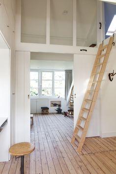 studio-Ei  --  Zolder 1: Heemstede.  Ontwerp zolderetage met meubelontwerpen, kastenwanden, schuifdeur, dakkapel, badkamer, bedstee en slaapzolder. |  Design:  www.studio-ei.nl  Fotografie: www.jkf.nl