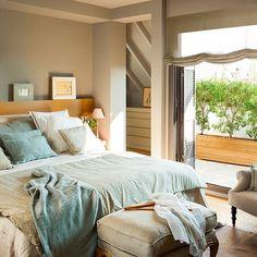 Sí, con una gama de azules y grises un dormitorio puede seguir siendo femenino. Y así lo demuestra la interiorista @barbara_sindreu. Busca el link en la bio si quieres ver el resto de este dúplex