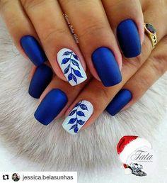 nails 18 super modele de unghii albastre pe care nu trebuie sa le ratezi مناكير و أظافر blau, nails – 18 super modele de unghii albastre pe care nu trebuie sa le ratezi – مناكير و أظافر - NailiDeasTrends Elegant Nail Designs, Blue Nail Designs, Elegant Nails, Stylish Nails, Trendy Nails, Blue Nails With Design, Blue And White Nails, White Nail Art, Royal Blue Nails