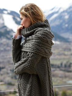 classis cables - box-shaped sweater with cowl