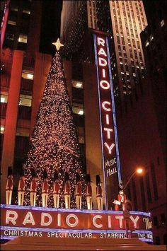 New York Discover Radio City Christmas lights There is nothing like Manhattan at Christmas. The tree at Rockefeller Center and the Christmas Show at Radio City Music Hall featuring the Rockettes are two attractions. Rockefeller Center, New York Christmas, Christmas Time, Xmas, Christmas In The City, Christmas Markets, Merry Christmas, New York Noel, New York Weihnachten